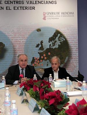 Blasco y Felip en una reunión del Consejo de Centros Valencianos en el Exterior.