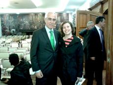 La representante de CeDEU en Ecuador con el director general, Aurelio Miras Portugal.