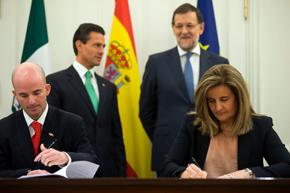 Fátima Báñez y José Antonio González firmaron los acuerdos ante los presidentes Enrique Peña Nieto y Mariano Rajoy.