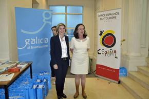Mª del Carmen Pita y Elena Valdés en la jornada de promoción turística y gastronómica.