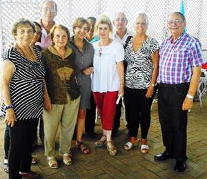 María A. Marcos, Paz Fernández, Begoña Serrano, Perla C. Díaz Durán y en el extremo, Longinos Valdés.