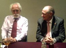 El cónsul, Miguel Ángel Fernández y el presidente del CRE, Jaro Paz.