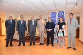 Alfredo Prada (tercero dcha.), a su derecha el presidente del Consejo General del Notariado, José Manuel García Collantes y Sadia Cohen a continuación.