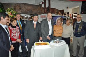 Javier Carballal y Roberto Varela cortaron la tarta del 47 aniversario.