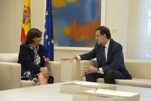 Mariano Rajoy departe en el Palacio de La Moncloa con la alcaldesa de París, Anne Hidalgo.