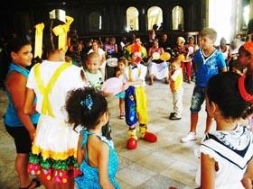 El pequeño payaso Adiel actuó para todo los asistentes.