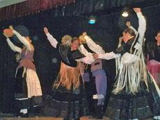 La Agrupación Folclórica 'Miña terra' amenizó el almuerzo con su actuación.