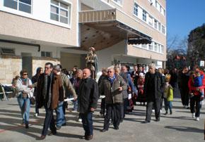 La imagen del Apóstol Santiago fue llevada en procesión por las instalaciones del campo deportivo del Centro Galicia.