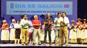 Antonio Rodríguez Miranda, derecha, se dirige a los asistentes al acto.