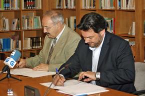 Ramón Villares y Antonio Rodríguez Miranda firmaron el convenio.