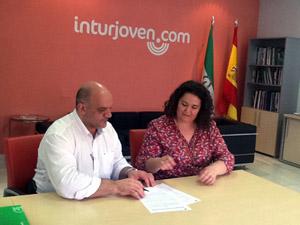 Gustavo de Torres y María Ester Gil firmaron el acuerdo.