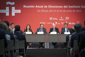 En la inaguración estuvieron la alcaldesa de Logroño, Cuca Gamarra, el presidente de La Rioja, Pedro Sanz, el director del Instituto Cervantes, Víctor García de la Concha, y el secretario de Estado para la Unión Europea, Íñigo Méndez de Vigo.