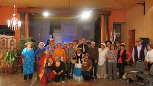 El elenco de emigrantes canarios en la sede de la Sociedad Islas Canarias de Montevideo.