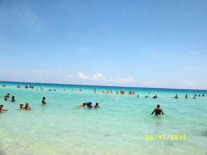 Recreación acuática en la Playa de Santa María del Mar.