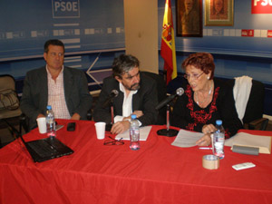 Acosta, López y Michelón en un momento del debate.