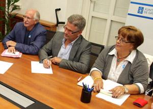 Xosé Lois Leirós (1º por la izquierda) y otros representantes de las asociaciones de emigrantes retornados gallegos.