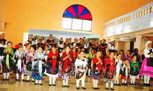 El grupo Olé-Olé de Matanzas en su actuación de fin de curso.