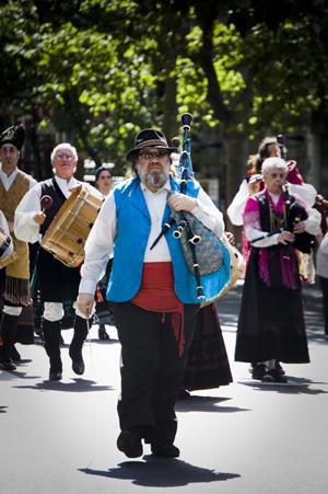 Los conjuntos artísticos de las entidades gallegas desfilarán por la Avenida de Mayo.