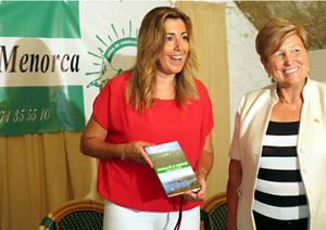 La presidenta de la Junta, Susana Díaz, durante su visita a la Casa de Andalucía de Mahón, en Menorca.