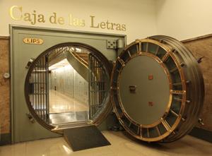 Entrada a la Caja de las Letras, antigua cámara acorazada del edificio que hoy alberga la sede central del Instituto Cervantes.