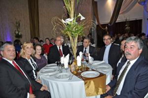 Mesa de autoridades en la celebración del aniversario de Valle Miñor.