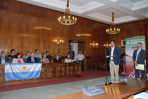 Martínez-Maillo y Bermúdez en la recepción de los participantes argentinos y cubanos de la Operación Añoranza y Raíces.