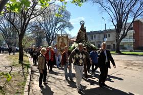 Procesión con la imagen de la  Virgen de Covadonga.