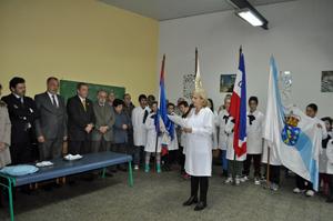 La directora del centro educativo, Blanca Frugone, se dirige a las autoridades.