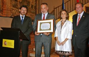El embajador Roberto Varela fue nombrado presidente honorario del Centro Gallego.