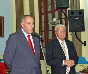 A la izquierda el viceconsejero de Acción Exterior, Cándido Padrón, en un acto con emigrantes canarios en Cuba.