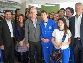 Rodríguez Miranda, Larreta y Alfonso Rueda con alumnos de secundaria.