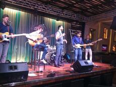 Actuación de 'Dientes de caramelo' en el Hard Rock Cafe.