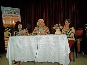 Alicia Isabel Jordán, centro, presentó su libro 'Aguas al Sur'.