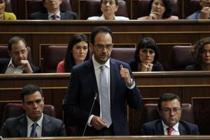 El portavoz socialista, Antonio Hernando, durante su intervención en el Congreso de los Diputados.