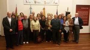 Los participantes del programa fueron recibidos por Julia Hernando (en el centro).