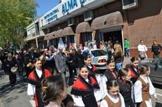 Procesión por las calles del barrio Goes de Montevideo.