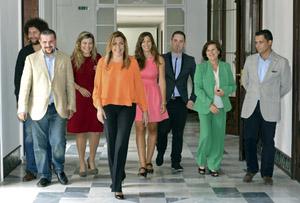 La presidenta Susana Díaz junto a los integrantes del Consejo Andaluz de la Juventud.
