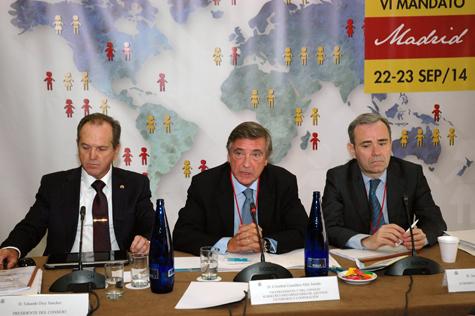 Cristóbal González-Aller (centro) compareció en presencia de Eduardo Dizy y de Juan Bosco Giménez.