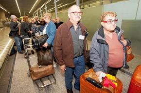Llegada de los participantes en Reencontros na terra al aeropuerto de Lavacolla.