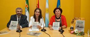 Máximo Durán, María Ángeles Muñoz y Rosa María Lencero en la presentación del libro en Mérida.