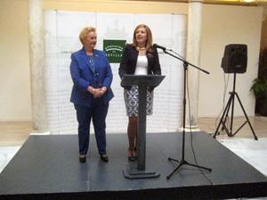 La diputada provincial de Sevilla, Lidia Ferrera, junto a la presidenta de FECA-CV, Purificación Torres, en un momento de las jornadas sobre la Mujer.