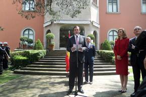 El embajador Luis Fernández-Cid se dirige a los presentes.