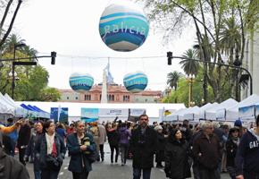 'Galicia, Pórtico Universal' en la Plaza de Mayo de Buenos Aires.