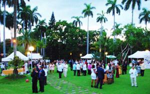 Vista de los jardines de la residencia del embajador.