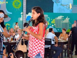 La pequeña clarinetista Stefanie Williams interpretó gustados temas musicales.