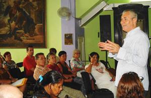 El titular de la Colonia, Raul Parrado, brindó una amplia información sobre su reciente viaje a León.