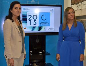 La presidenta del Parlamento de Galicia, Pilar Rojo, recibió el proyecto de presupuestos para 2015 de manos de la conselleira de Facenda, Elena Muñoz, el lunes 20 de octubre.