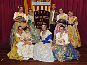 El cuerpo de baile de 'El Turia' le puso música y color al festejo.