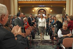 Luisa Fernanda Rudi fue recibida con aplausos por los participantes en el Congreso.