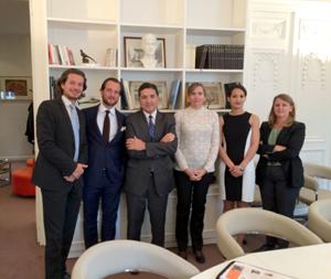 El secretario general de Economía, Gaspar Llanes (3º izq.) en la nueva oficina.
